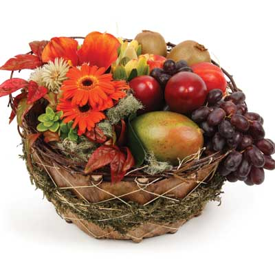 Description: This traditional gift basket is ideal for family an friends.