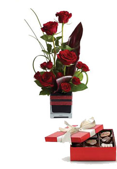 Description: Roses, the traditional flower of love, receive a modern twist in this imaginative arrangement, stylishly presented in a contemporary glass cube.